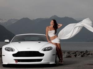 ���� Aston Martin V12 Vantage