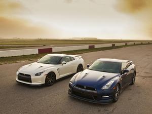 Обои Nissan GT-R