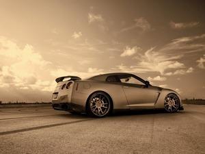 ���� Nissan GT-R