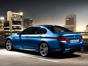Обои BMW M5 2011