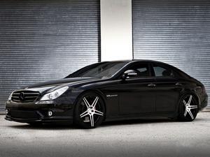 Обои Mercedes-Benz CLS55 AMG