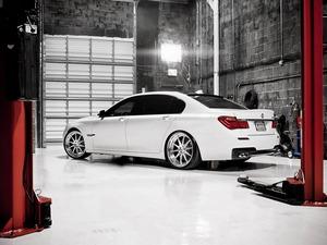 ���� BMW 750