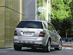 Обои Mercedes ML63 AMG