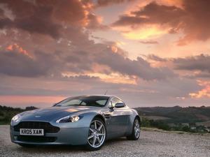Обои Aston Martin V12 Vantage RS
