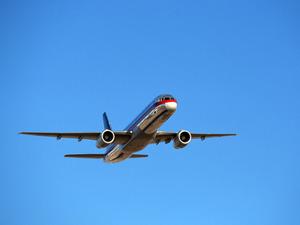 Обои Boeing 757 набирает высоту