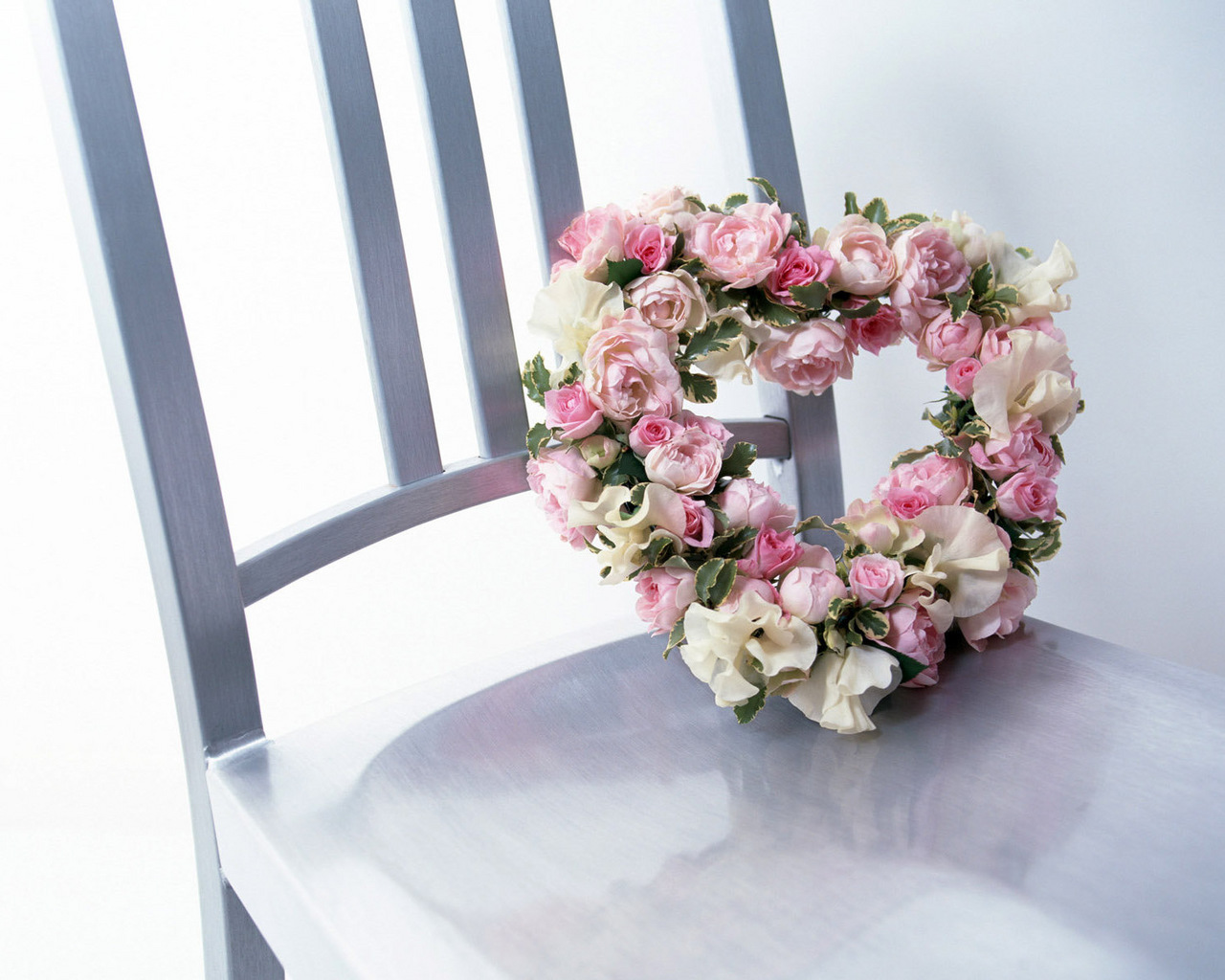 http://img.desktopwallpapers.ru/flowers/pics/dba43d3e69d3f73acd185-1280.jpg
