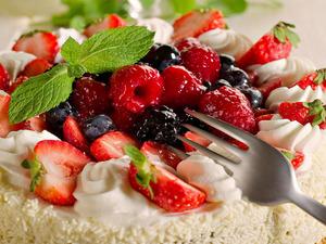 Обои Торт с ягодами