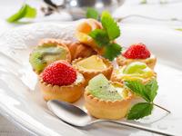 Обои для рабочего стола: Пирожные с фруктами