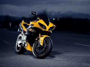 ���� Yamaha R1