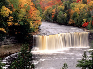 Обои Осенний водопад