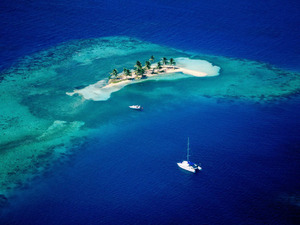 Обои Маленький атолл на Мальдивах