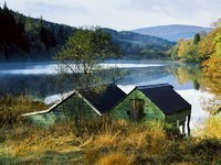 Обои для рабочего стола: Дом у тихого озера