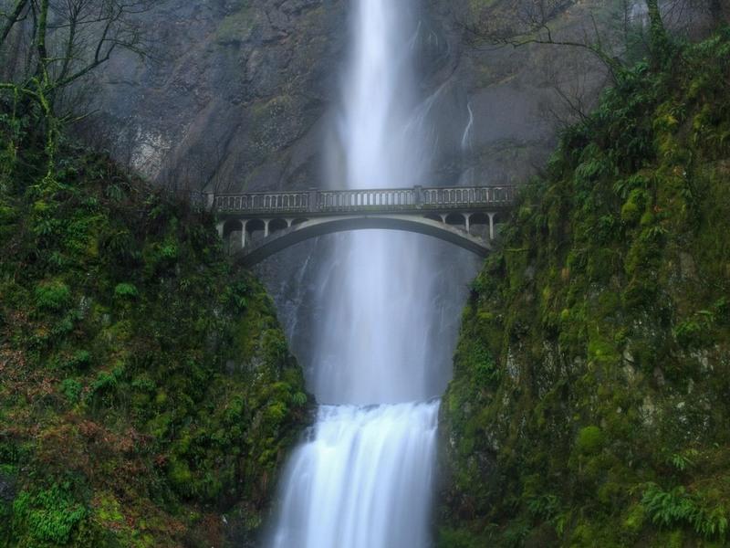 Мост и водопад