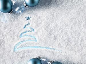 Обои Ёлка на снегу
