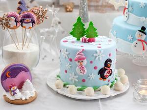 Обои Торт с ёлками и снеговиками