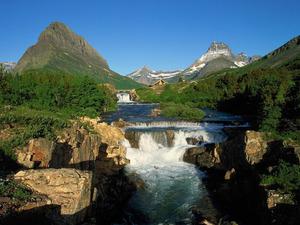 Обои Водопад в горах