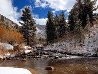Обои для рабочего стола: Река в горах