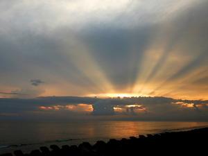 Обои Лучи солнца на закате
