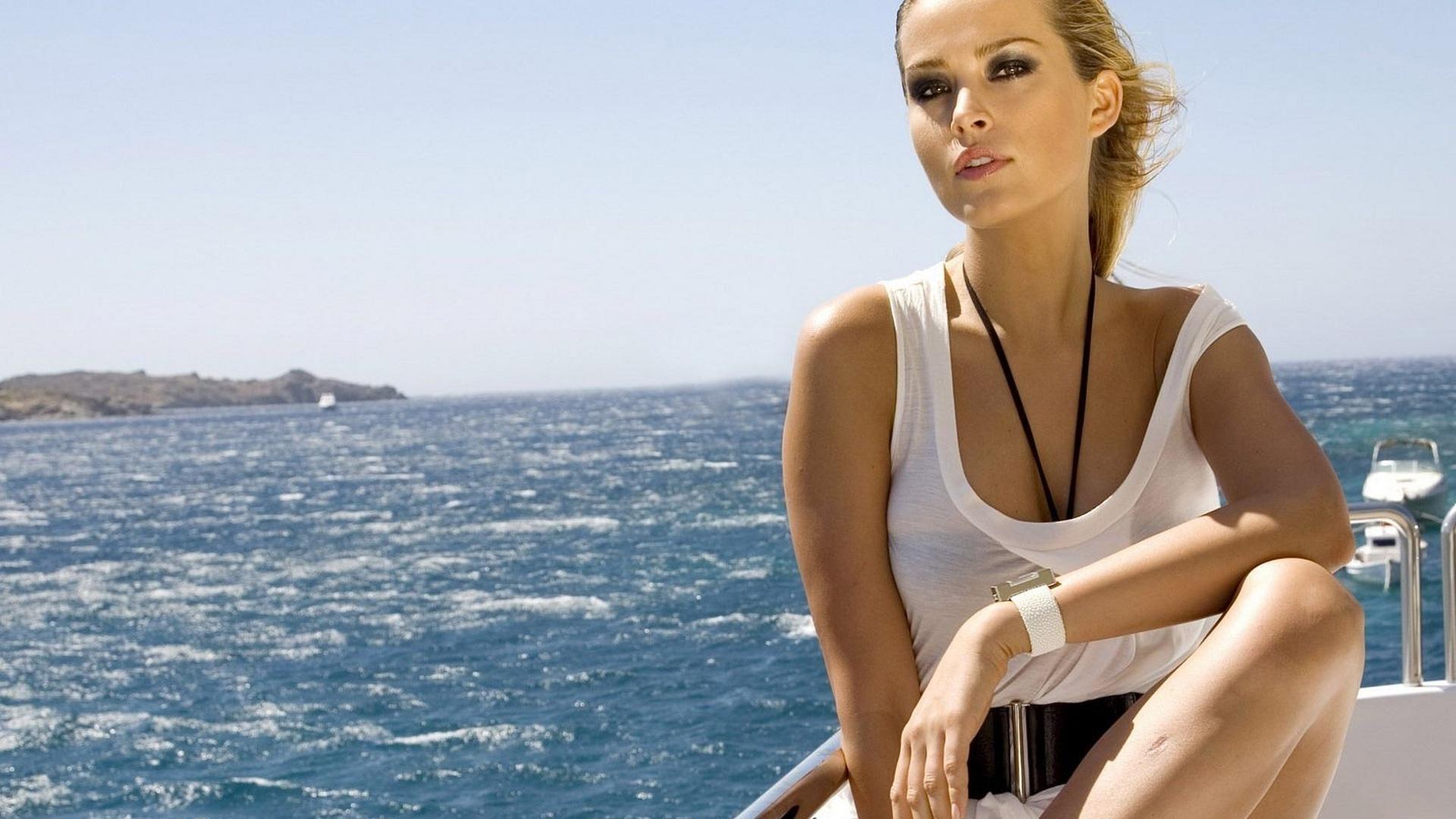 Фото красивых девушек на яхте 2 фотография