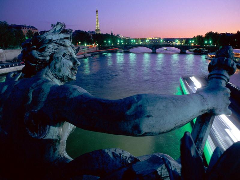 http://img.desktopwallpapers.ru/world/pics/Paris-Night.jpg